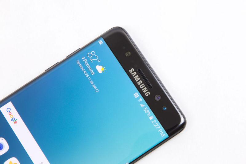 Galaxy S8-ta do të ketë një ekran pa skaje raporton Bloomberg