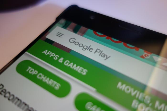 Google teston me ndërfaqen e bazuar në karta në Play Store