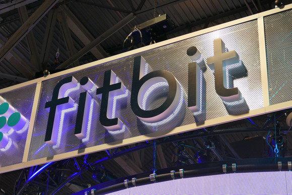 Fitbit pranë blerjes së prodhuesit të orëve inteligjente Pebble