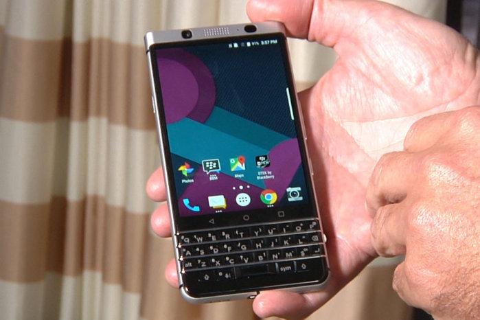 """TCL sfidon Apple dhe Samsung me telefonin e ri BlackBerry """"Mercury"""""""
