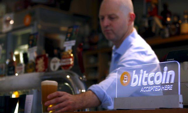 Një Bitcoin këmbehet me 1,000 dollar, arrin pikën më të lartë në tre vite