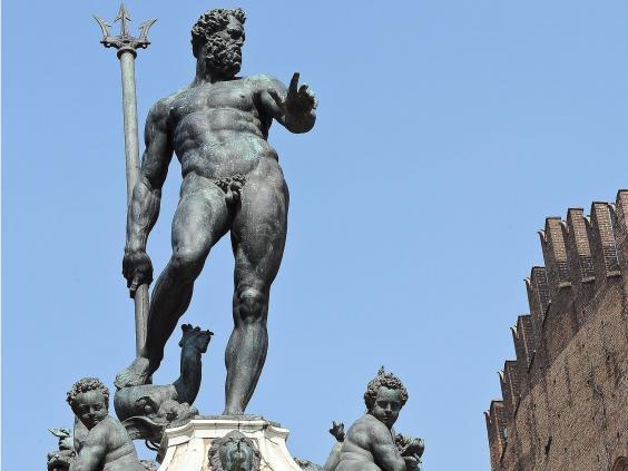 Facebook censuron foton e statujës së zhveshur të zotit grek të detit, Neptun