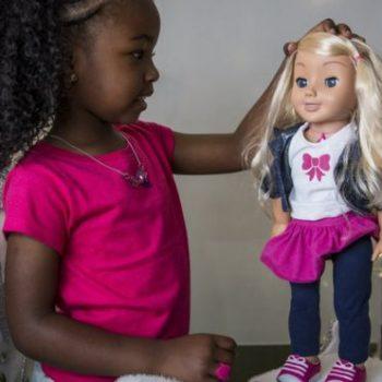 Prindërve gjermanë u kërkohet shkatërrimi i kukullës Cayla, frikë nga përgjimi